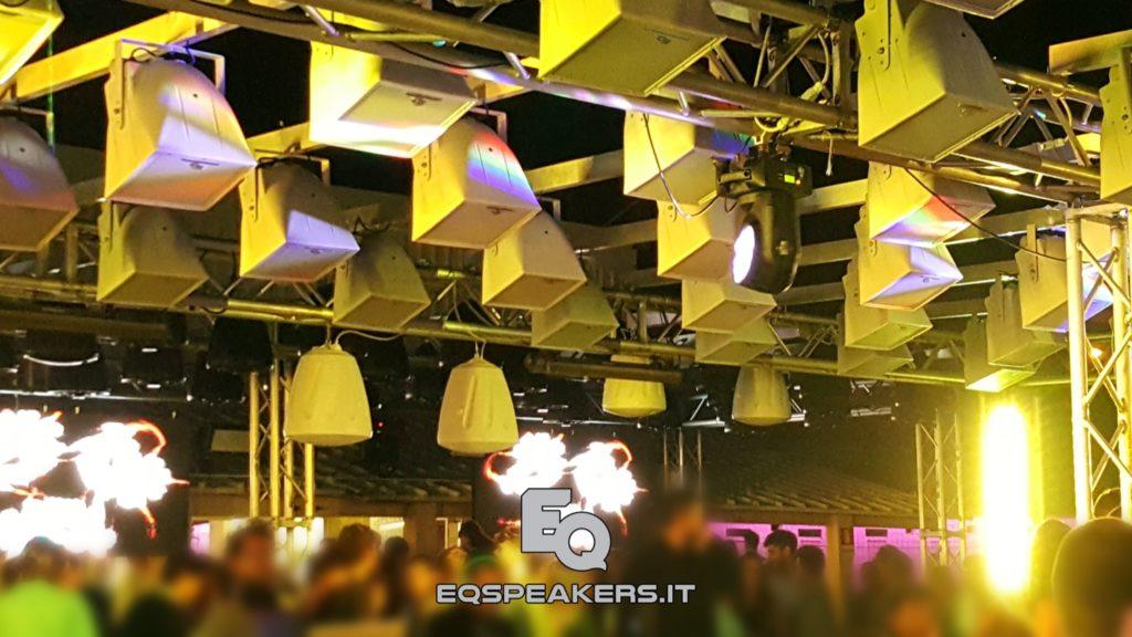 Tetto suono con abbattimento sonoro. Pixel-Sound - Sistema di contenimento sonoro per piste discoteca estivi. Audiovideoluci. Powered by EqSpeakers.
